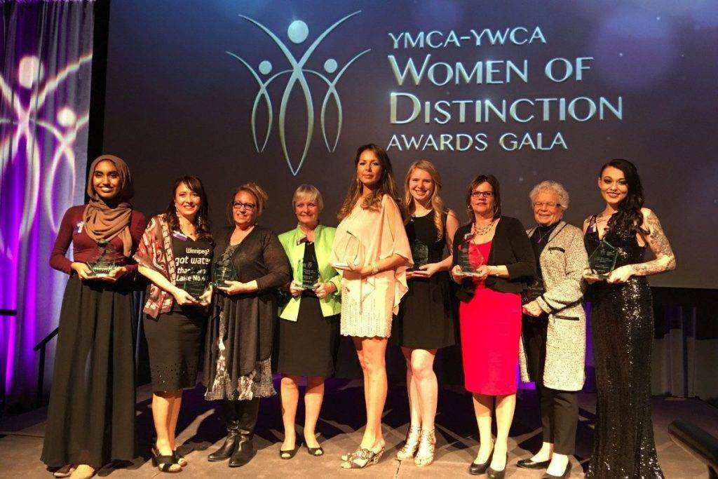 Group photo of 2017 YMCA-YWCA Women-of-Distinction